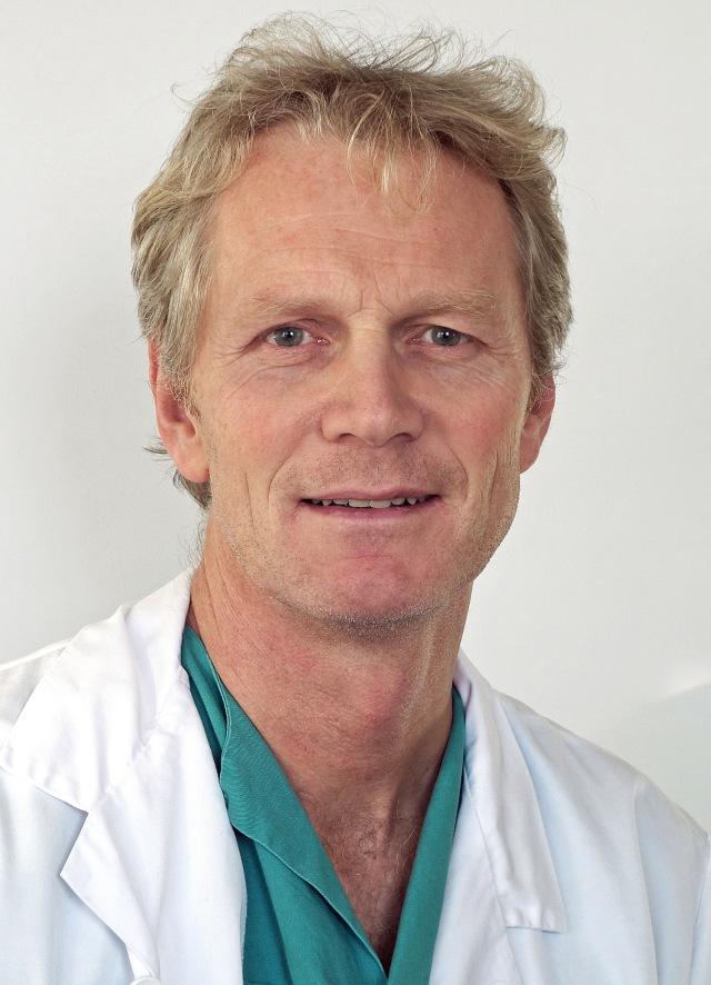 Theis Tønnesen (56) er overlege ved Thoraxkirurgisk avdeling. FOTO: Oslo universitetssykehus.